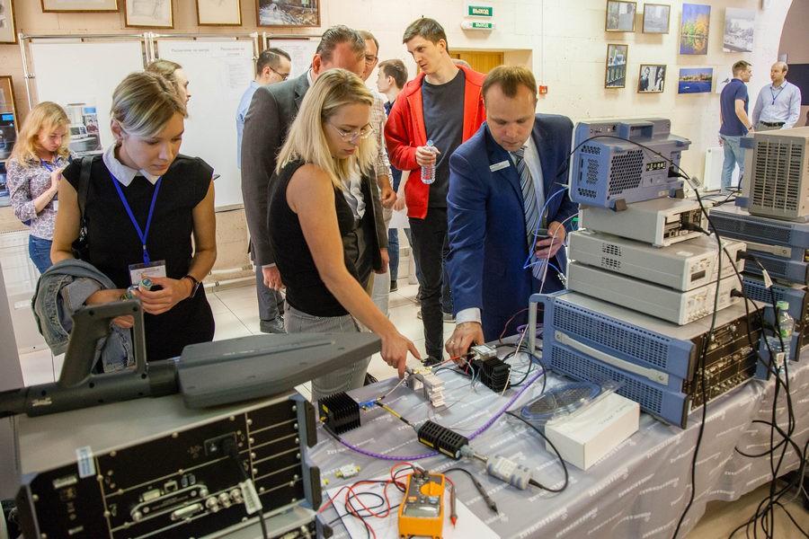 Компания Rohde & Schwarz продемонстрировала контрольно-измерительное оборудование на конференции «Электроника и микроэлектроника СВЧ» в «ЛЭТИ»