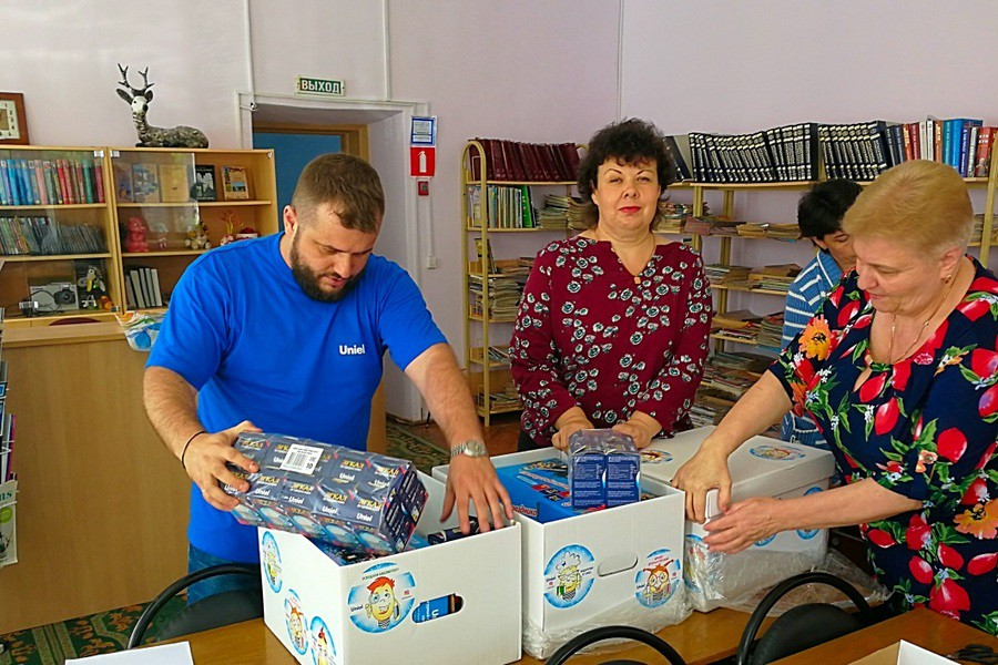 Компания Uniel проводит благотворительный проект по освещению библиотек