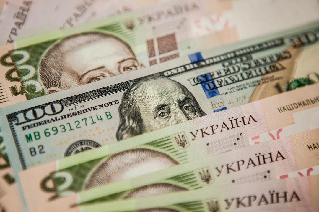 Курс гривни приближается к 27 грн за доллар