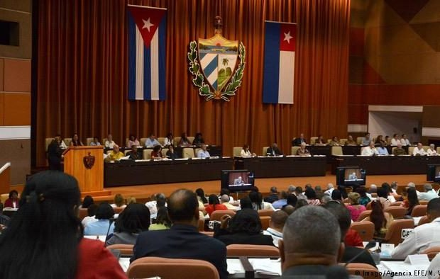 Парламент Кубы одобрил проект новой конституции