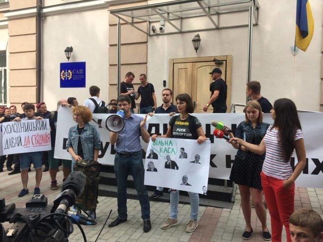 У Холодницкого заявили, что митинги не заставят их менять решения