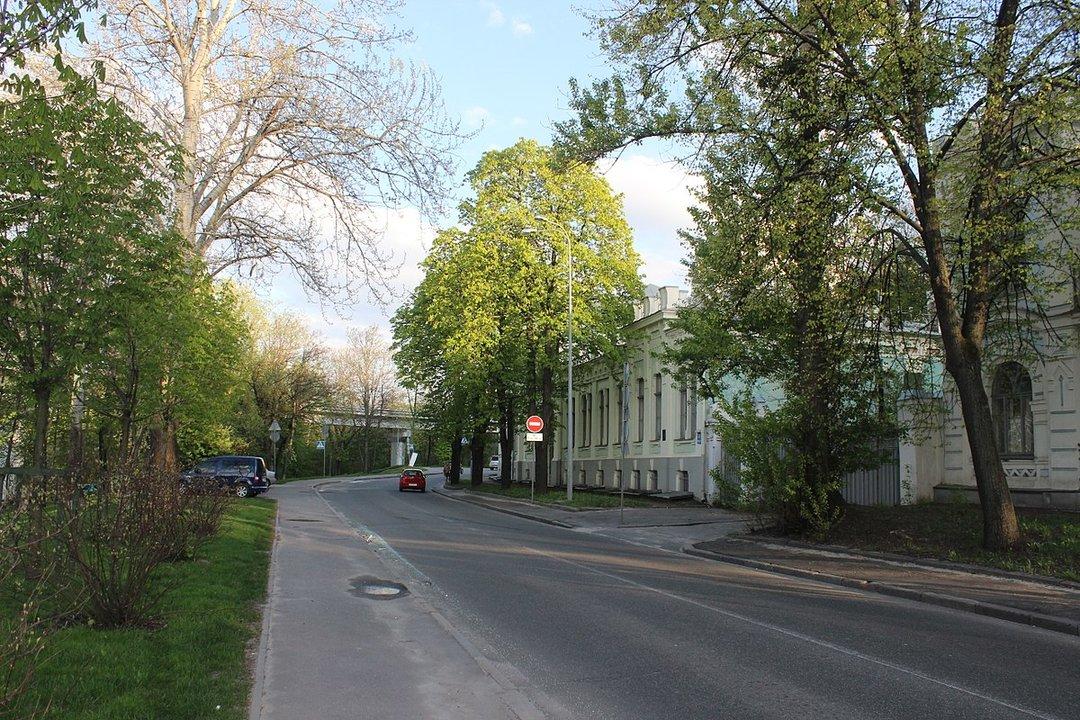 В Киеве на ремонт закрывают парковую дорогу
