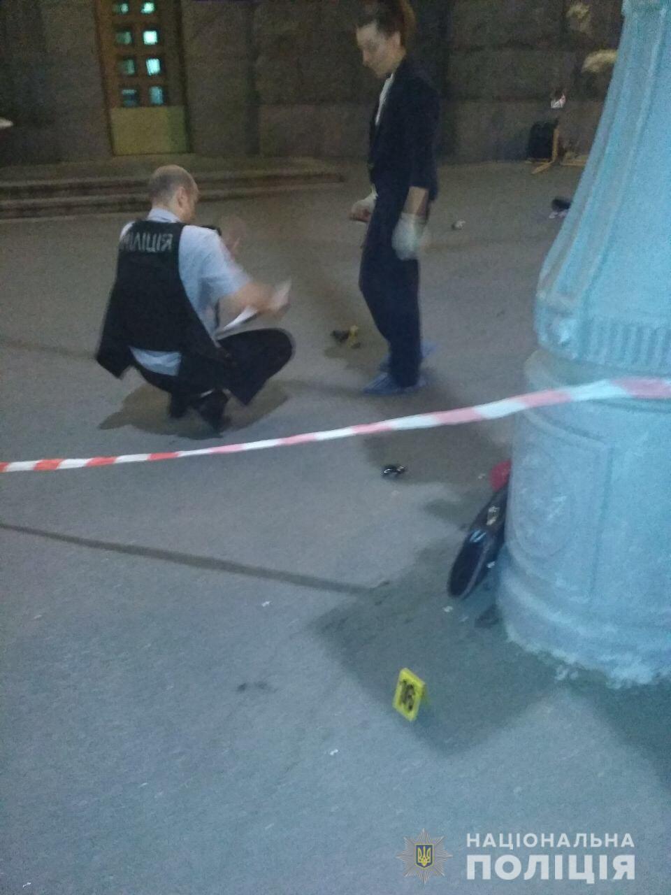 В центре Харькова неизвестный открыл стрельбу, погиб полицейский