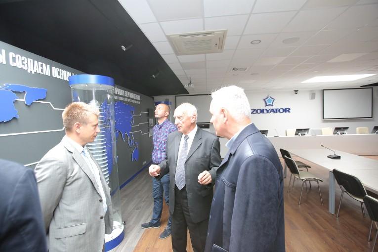 Представители компании «ВУЙЭ» в музее завода «Изолятор»