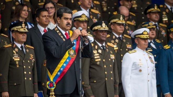 На президента Венесуэлы совершили покушение с помощью дронов