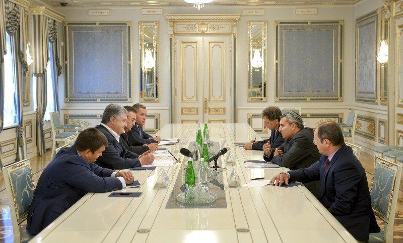 Порошенко призвал власти Израиля решить вопрос с недопуском украинцев в эту страну