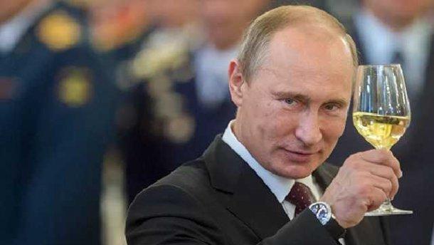 Путин одобрил создание офшоров в России