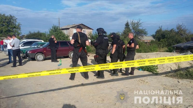 В результате стрельбы на элеваторе в Харьковской обл. задержаны более 50 человек (фото)