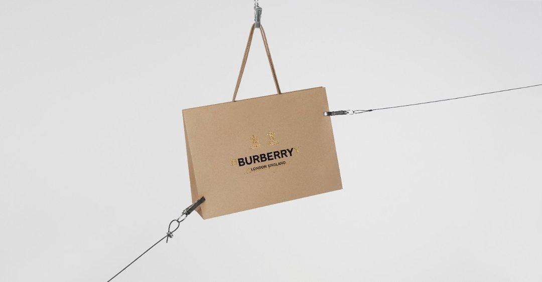 Burberry впервые начнет продавать одежду через Instagram
