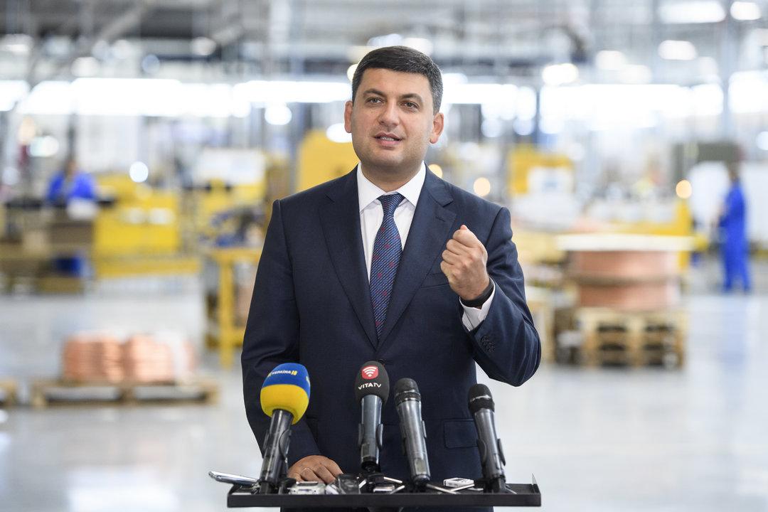 Гройсман обещает перед выборами повысить зарплату до 4170 грн