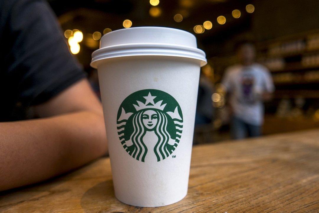 Starbucks уволит часть сотрудников в рамках масштабной реструктуризации — WSJ