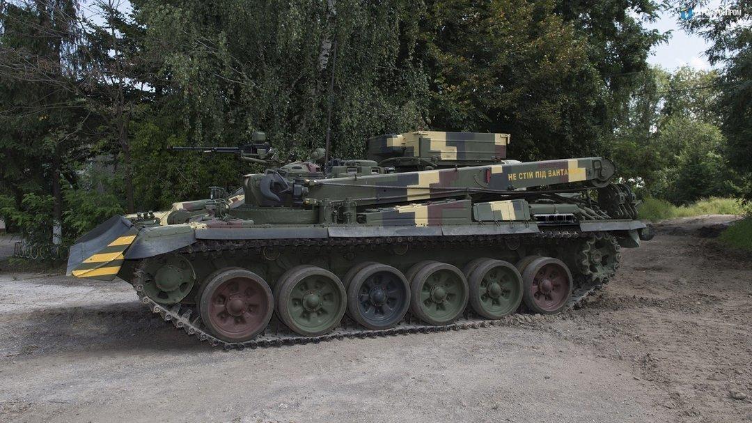 В Украине завершили испытания ремонтной бронемашины на базе танка