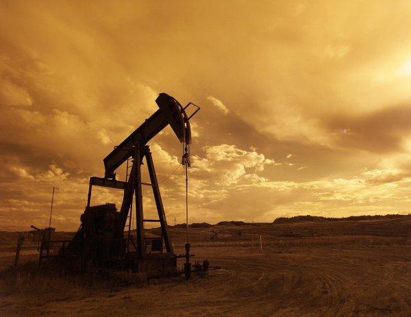 Стоимость нефти возросла на 2% из-за сокращений поставок из США