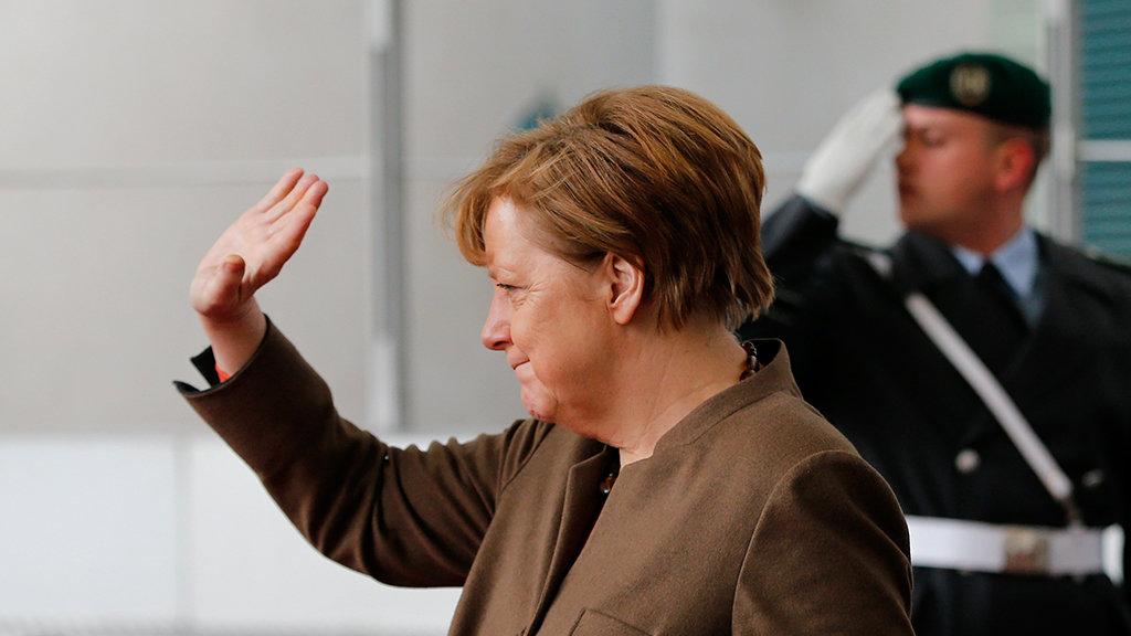Рейтинг партии Меркель снизился до рекордного минимума