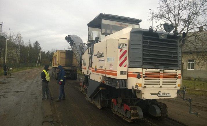 Заблокировавшие трассу во Львовской области добились своего: им начали ремонтировать улицу