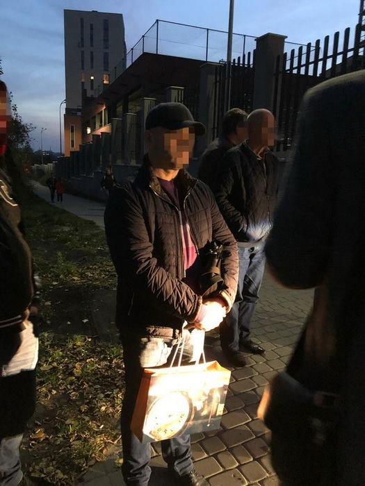 На взятке в $3 тыс. пойман один из руководителей Львовского университета