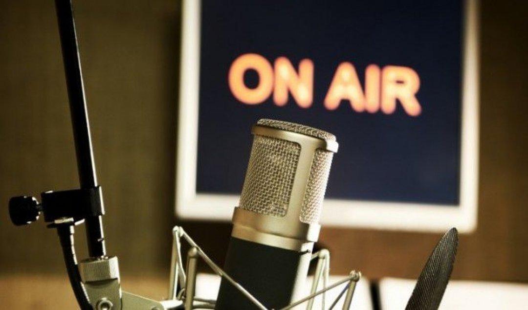 С сегодняшнего дня на радио должно быть минимум 35% украинских песен