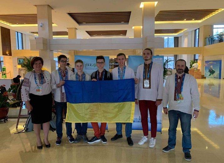 Четыре украинских школьника получили медали на Международной олимпиаде по астрономии