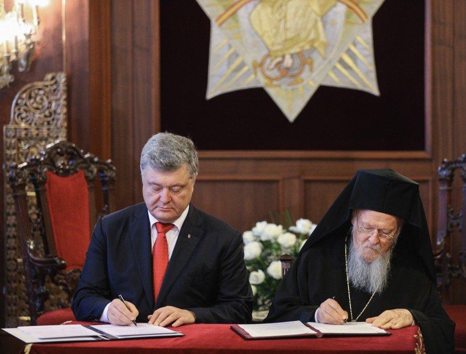 Вселенский патриарх и Порошенко подписали соглашение о сотрудничестве