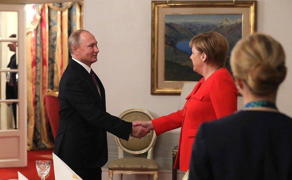 """Путин и Меркель решили задействовать """"нормандский формат"""" в ситуации с Керченским проливом"""