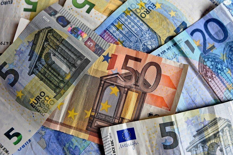 Украина получила кредит в 350 млн евро от Deutsche Bank