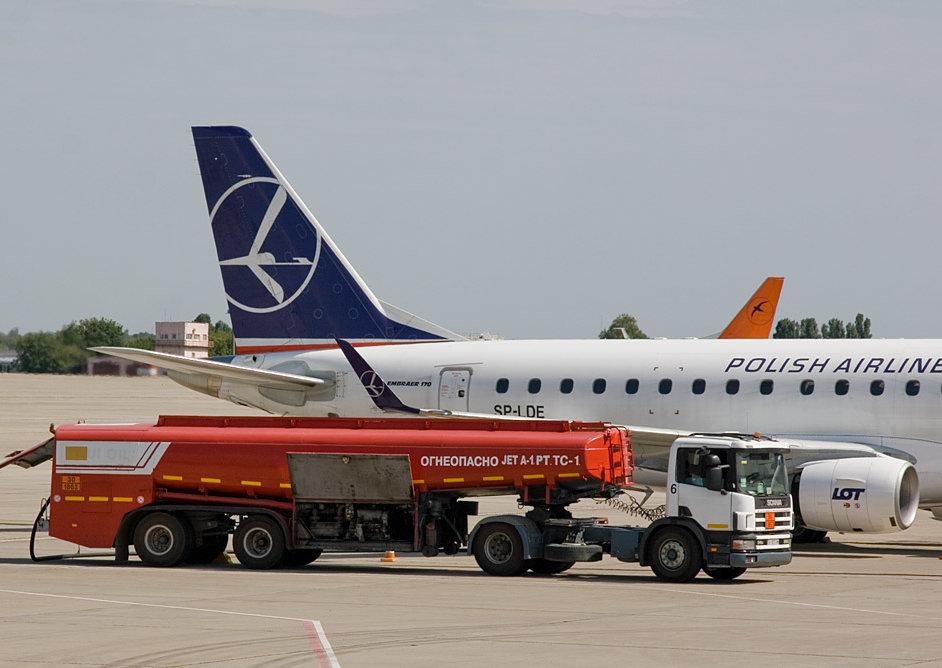 Импортеры авиатоплива испытывают сложности с таможенным оформлением — СМИ