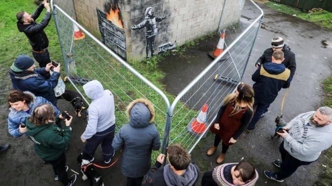 Новогоднее граффити Бэнкси продали за 100 тыс. фунтов